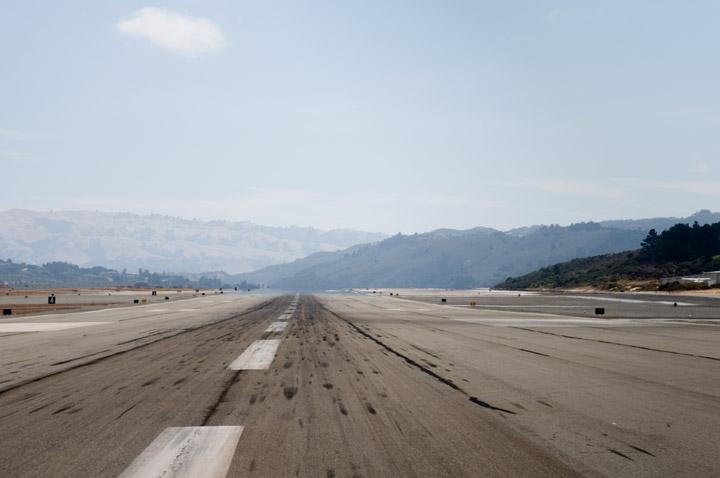 Runway 10R, Monterey (KMRY)